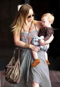 http://img286.imagevenue.com/loc201/th_319914182_Hilary_Duff_Babies_First_Class10_122_201lo.jpg