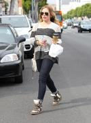http://img286.imagevenue.com/loc202/th_708607118_Hilary_Duff_Beverliz_Cafe_in_Beverly_Hills30_122_202lo.jpg