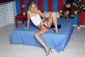 Uma - Striptease Speculum [Zip]-n5n48lrmdk.jpg