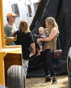 http://img286.imagevenue.com/loc515/th_278932963_Hilary_Duff_MrBones_Pumpkin_Patch31_122_515lo.jpg