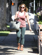 http://img286.imagevenue.com/loc521/th_566962464_Hilary_Duff_leaving_hair_salon12_122_521lo.jpg