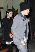 th 20961 Gomez2 123 525lo Selena Gomez   leaving a restaurant in Manhattan 02/12/12 x14Q